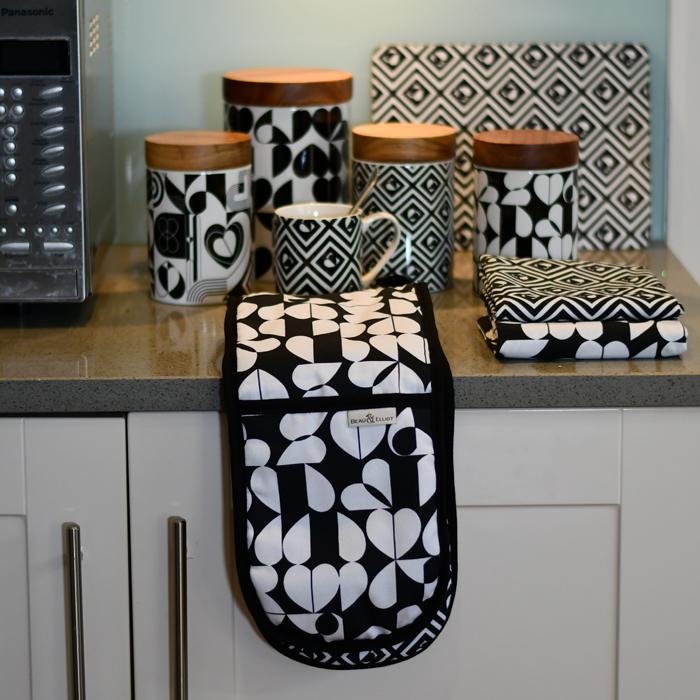 Monochrome Oven Gloves